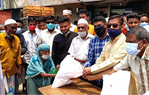 সোনারগাঁয়ে ২০০ দরিদ্র পরিবার পেল ঈদ উপহার