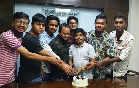সিদ্ধিরগঞ্জ থানা প্রেসক্লাবে সাংবাদিক কামরুলের জন্মদিন পালন