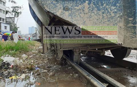 আবারো লাইনচ্যুত ট্রেন, ঢাকা-নারায়ণগঞ্জ রেল যোগাযোগ বন্ধ